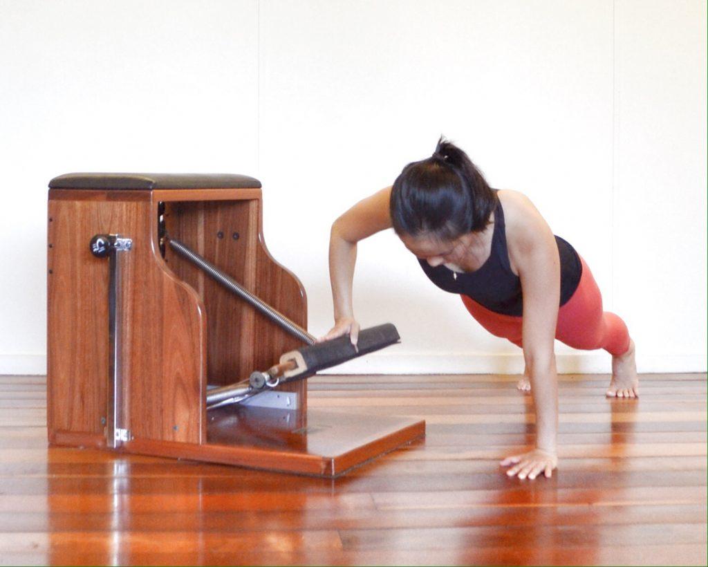 Exercícios de Pilates: Push Up Sideways para fortalecer o Power House