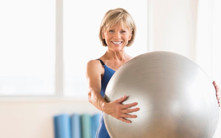 Desenvolvendo uma aula de Pilates para idosos para melhorar sua rotina