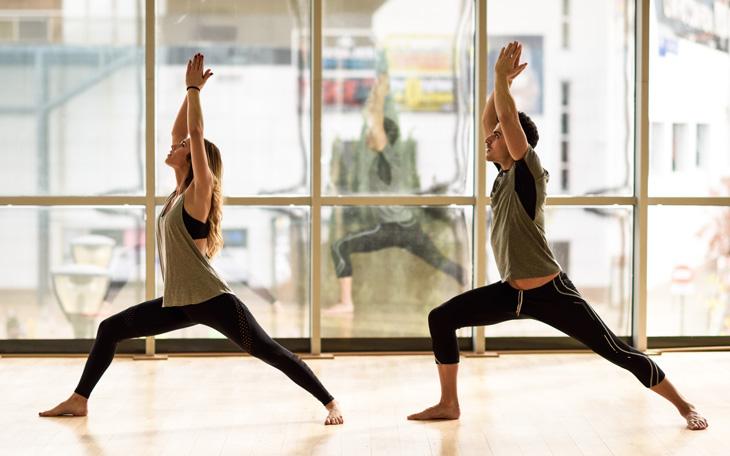 Manual com 18 Posições de Yoga que podem ser utilizadas em Aulas de Pilates