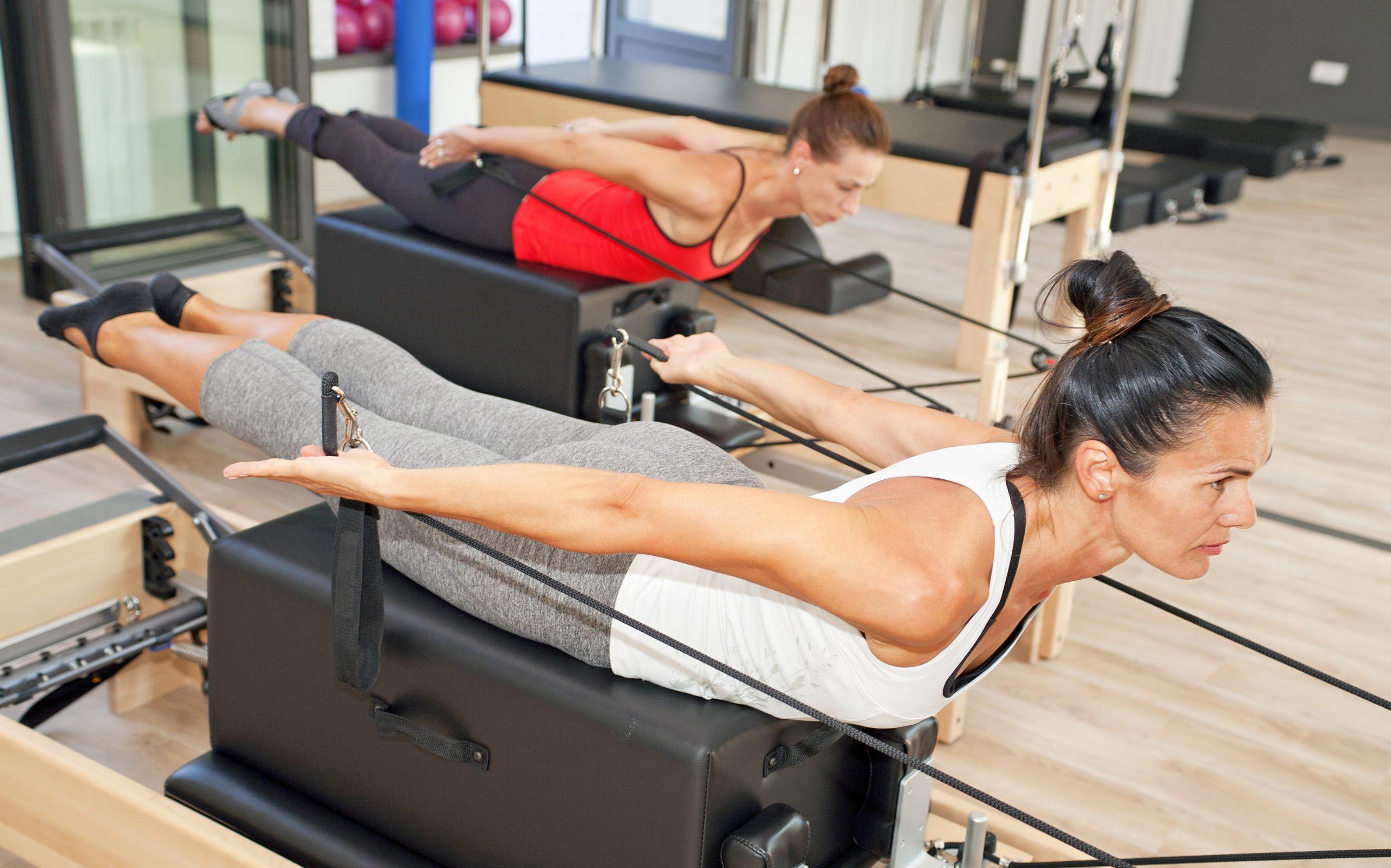 17 exercícios nos equipamentos de Pilates para escoliose