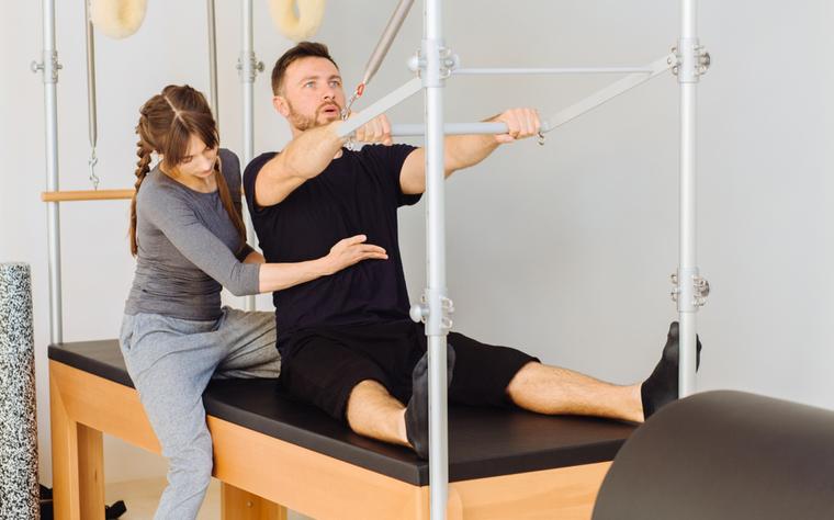 18 exercícios no Cadillac para inovar na aula de Pilates