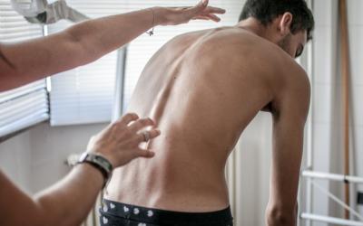 Saiba como o Pilates na reabilitação da escoliose pode ser um ótimo aliado