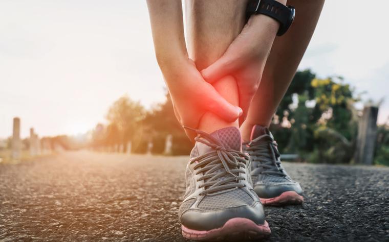 20 exercícios para entorse de tornozelo que você deve inserir no tratamento da lesão