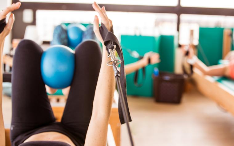 22 Exercícios de Pilates com Overball: do básico ao avançado e para grupos especiais