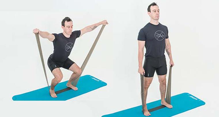 exercícios-com-faixa-elastica-Squat-com-elevacao-lateral