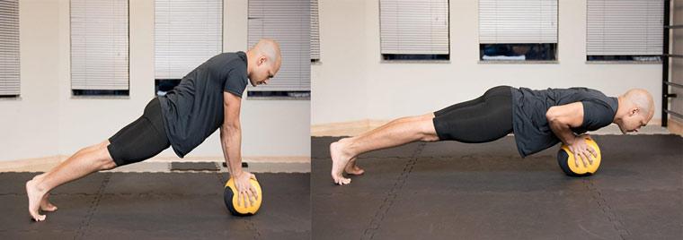 flexão-com-medicine-ball-treinamento-funcional-com-acessorios