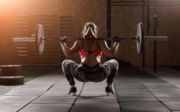Como devemos trabalhar os músculos no agachamento?