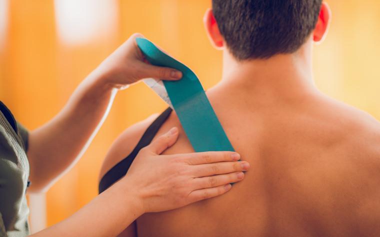Quais são as principais causas das lesões no manguito rotador?